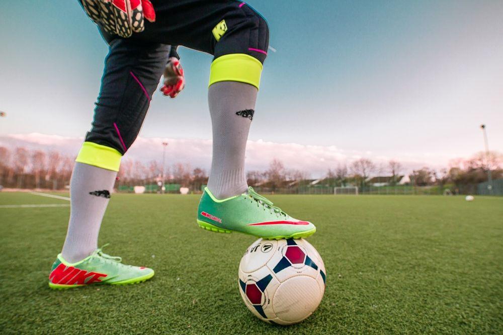 líneas de botas futbolistas